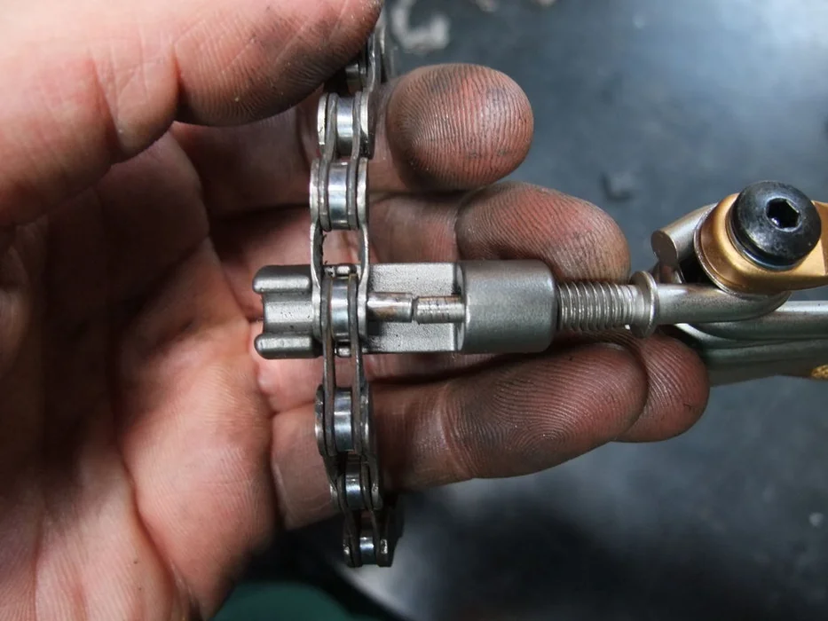 how to fix a bicycle chain 8