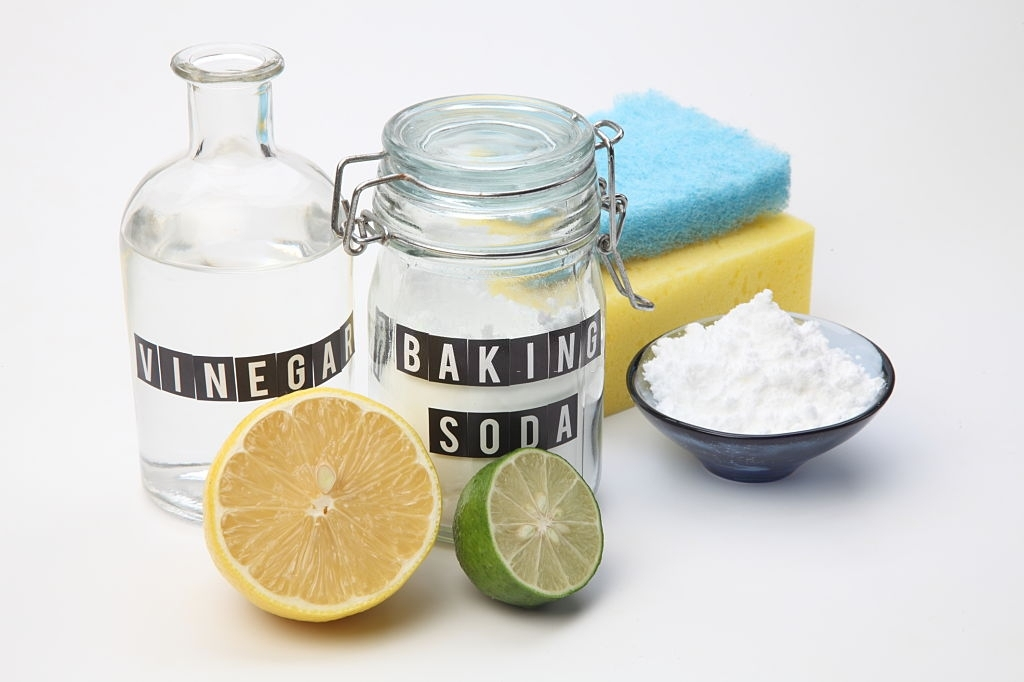 how to clean a water bottle: Using baking soda and vinegar