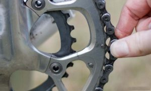 cleaning bicycle chain - chain fits