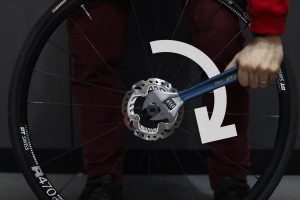 Fasten the Locking Ring - how to install rotors