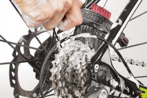 change bicycle chain - Clean the Cassette